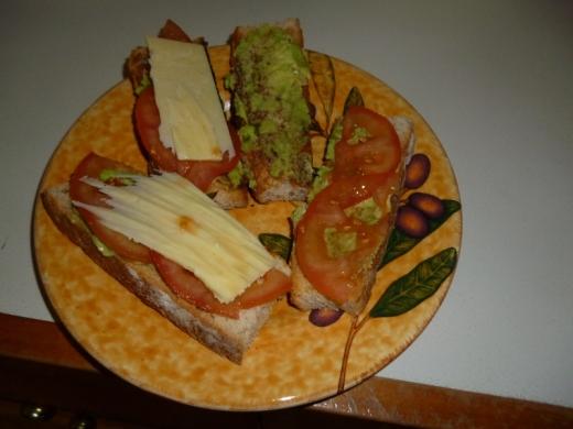 yum yum fresh bread & avocado